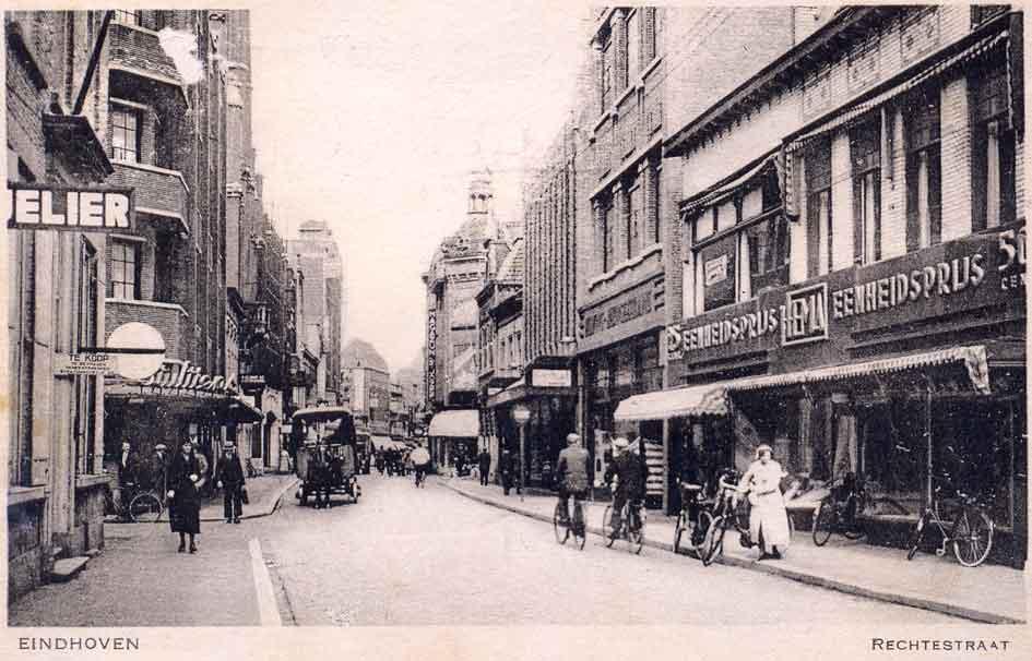 a175947b9c2 Ansicht uit 1935 van de Rechtestraat ter hoogte van de Hooghuisstraat  (links).