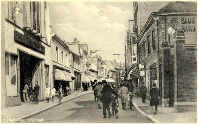 ee1184ac311 Ansicht uit 1934 van het eind van de Vrijstraat, gezien vanaf de  Keizersgracht.